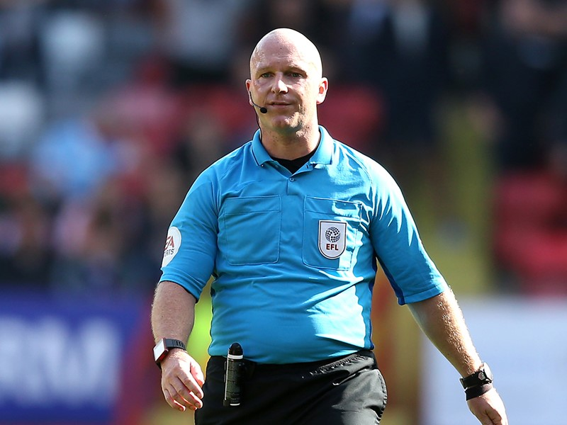Referee Simon Hooper.