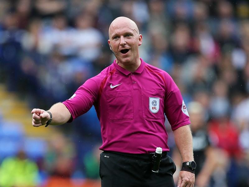 Referee Simon Hooper.